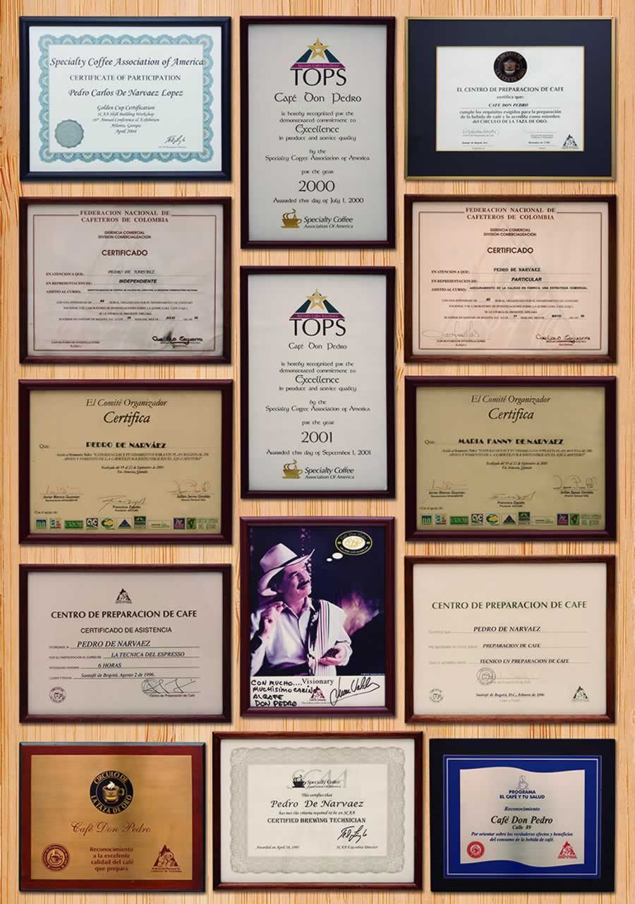 Placas de estudios y reconocimientos café Don Pedro
